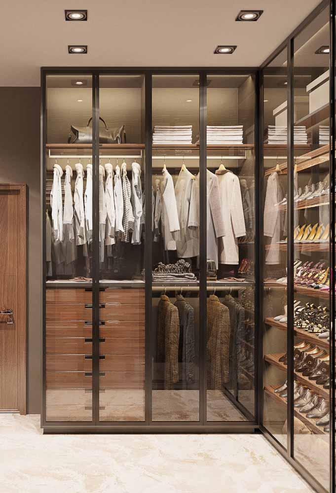 De vidro: gostou desse modelo transparente de guarda-roupa planejado?