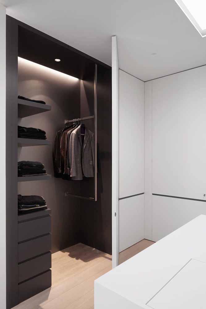 Já pensou em ter um guarda-roupa todo preto por dentro? Lindo não é mesmo?