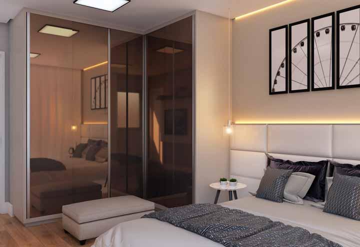 Alto e elegante para combinar com a proposta de decoração do quarto