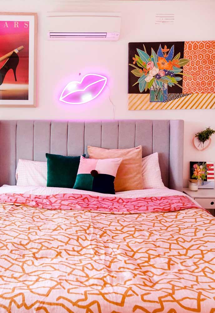 Se você quer apostar em uma decoração neon, apenas um detalhe já faz uma grande diferença