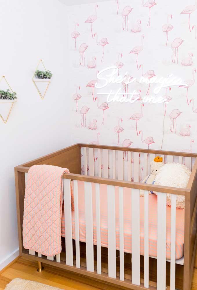Você pode colocar o neon na parede do quarto do bebê