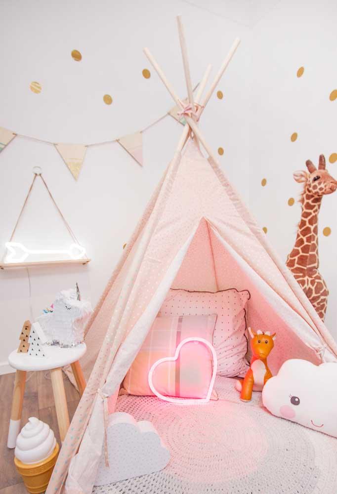 Que tal colocar o neon na cabana das crianças?