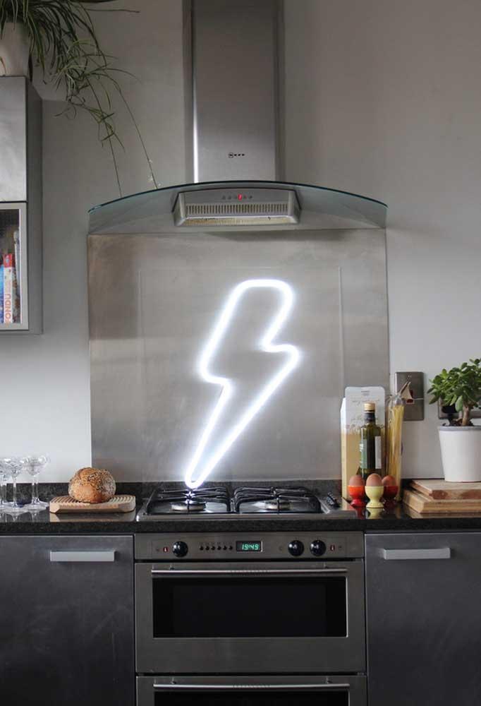 Na cozinha também é possível colocar uma iluminação diferenciada