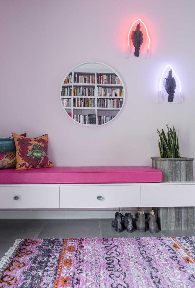 Destacando os objetos de arte que fazem parte da decoração da casa