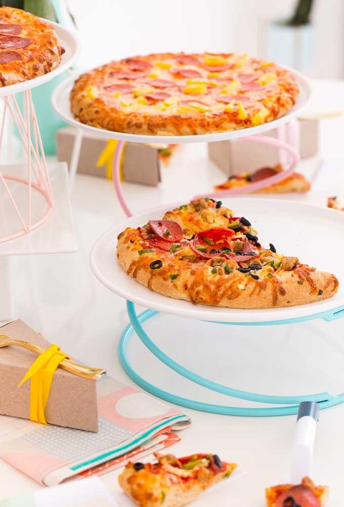 Se o cardápio da festa for pizza, nada melhor do que distribuí-la em bandejas diferenciadas