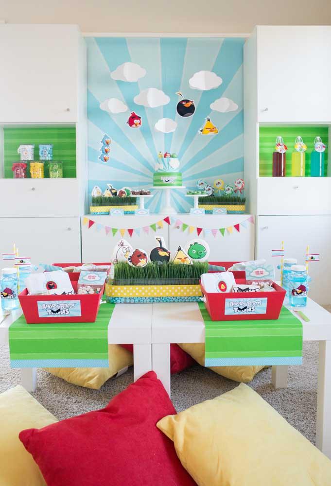 Aproveite os móveis da casa na hora de fazer uma decoração de aniversário simples
