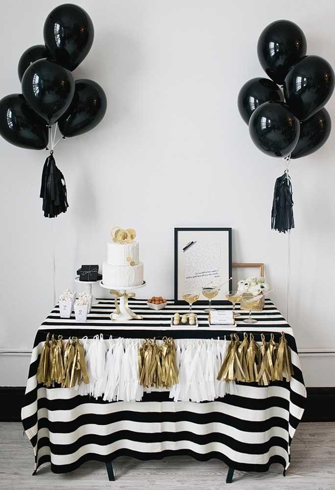 Se você quer fazer uma decoração mais sofisticada, sem precisar gastar muito, use e abuse das cores preta, branca e dourada