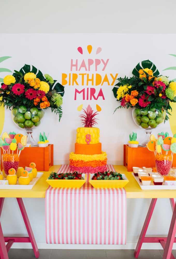 Use e abuse de cores fortes como o amarelo e o laranja para fazer uma decoração bem chamativa