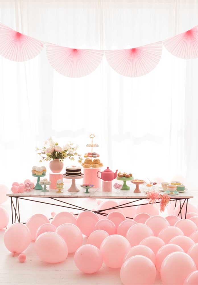 Ao invés de colocar os balões no alto, espalhe-os por todo canto da casa