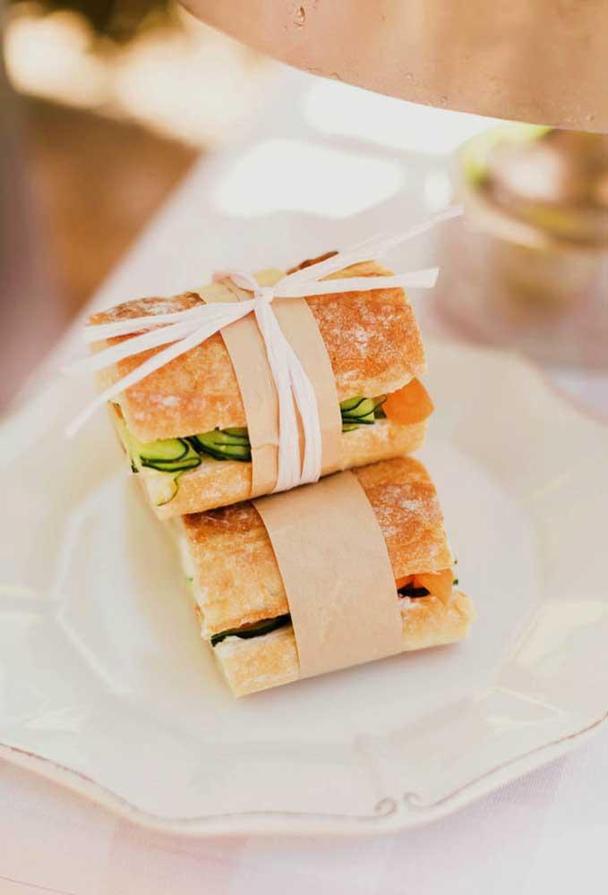 Embale cada sanduíche na hora de servir aos convidados