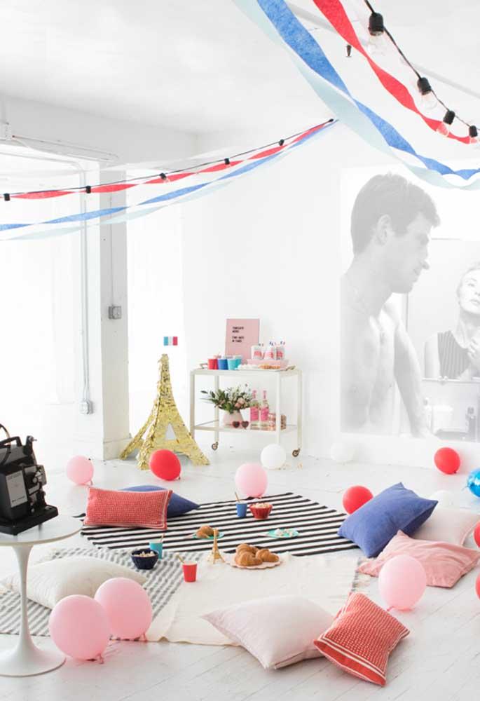 Quer usar o tema Paris na decoração da festa, sem precisar gastar muito