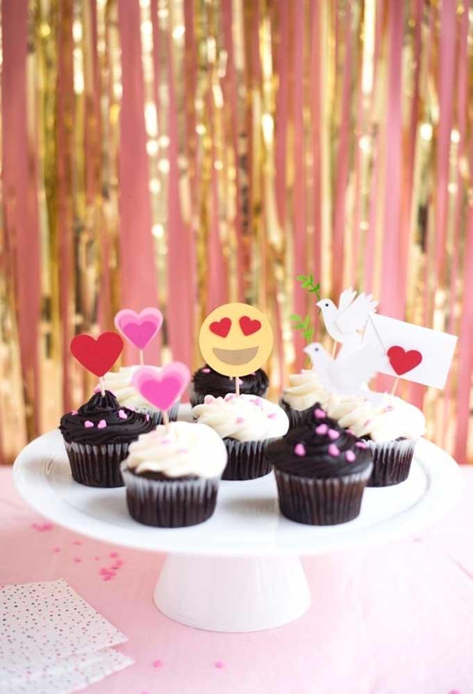 Os cupcakes são deliciosos e não podem faltar nos aniversários. Para valorizá-los ainda mais, personalize cada um deles
