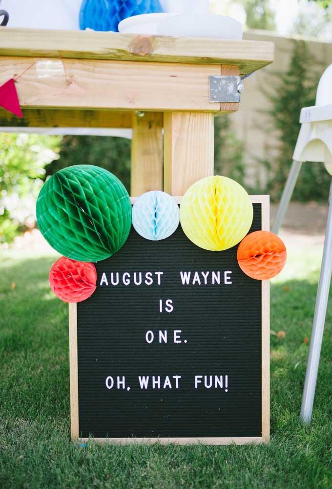 Que tal fazer umas placas com frases engraçadas para espalhar nos cantos da festa?