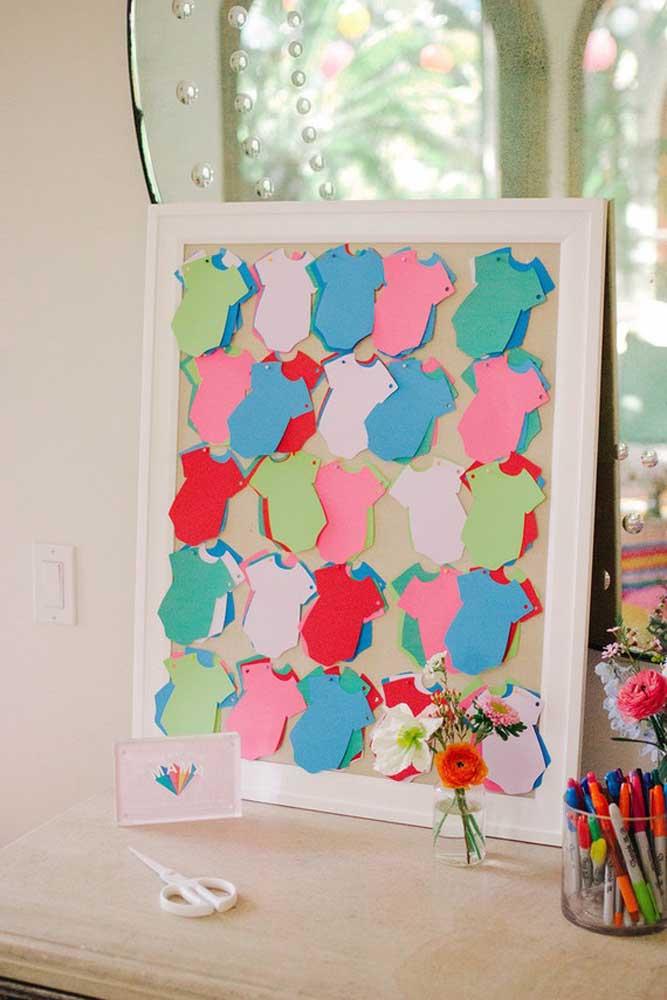 Faça um quadro cheio de mini body de papel