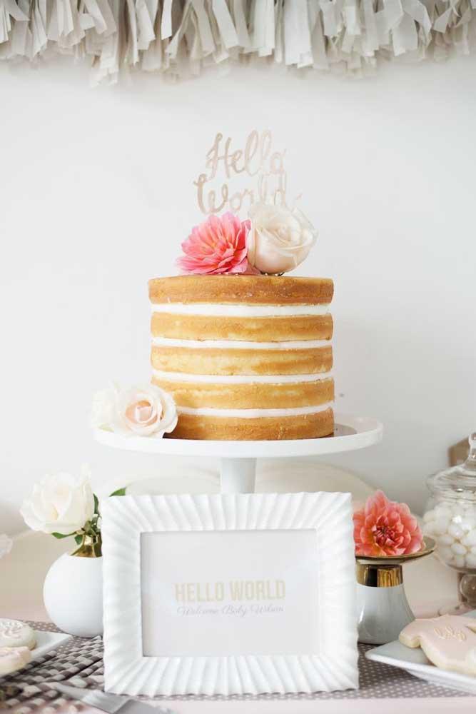 Tem bolo mais gostoso do que o naked cake? Portanto, é o modelo perfeito para o chá de bebê e fraldas