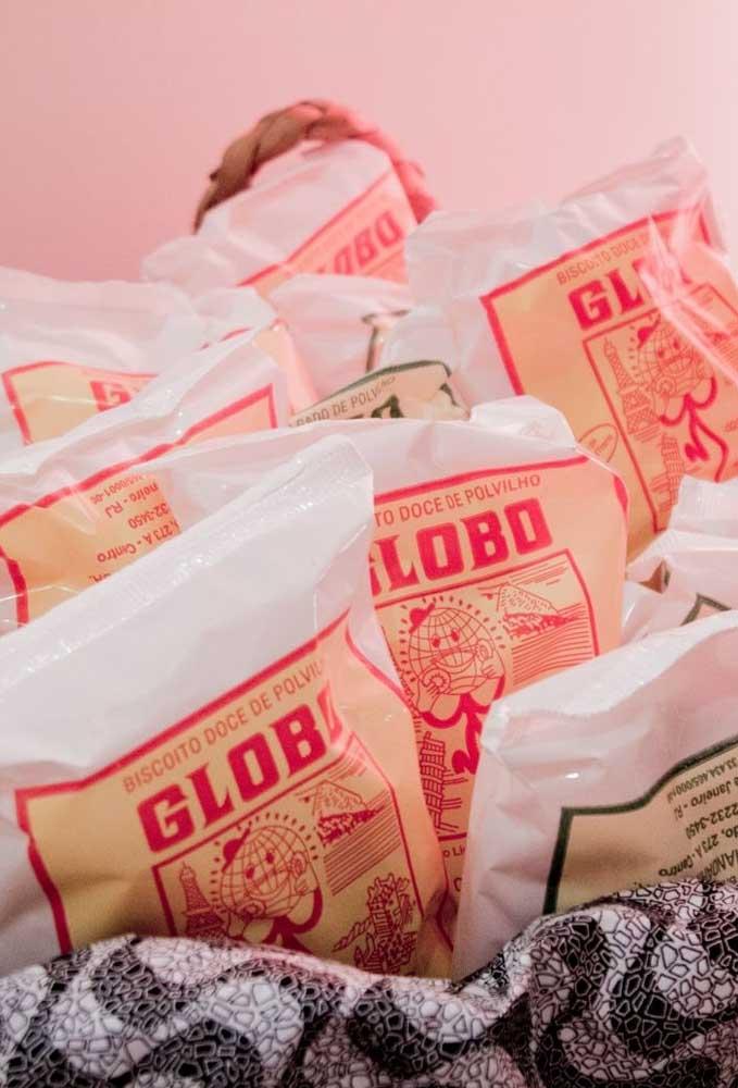 O biscoito doce de polvilho é um item indispensável nas festas de boteco. Portanto, prepare uma cestinha e mantenha sempre abastecida.