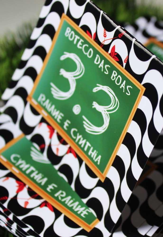 Aproveite alguns itens decorativos para colocar os nomes e idades dos aniversariantes.