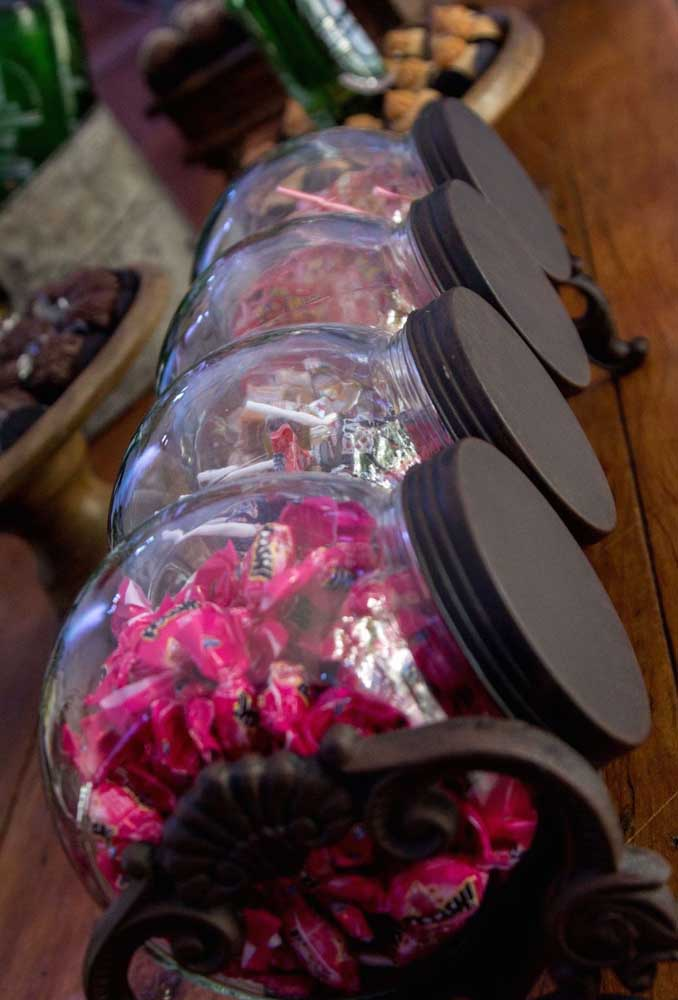 Todo boteco que se preze vende balas e bombons para os clientes. Por isso, não se esqueça de oferecer as guloseimas para os seus convidados.