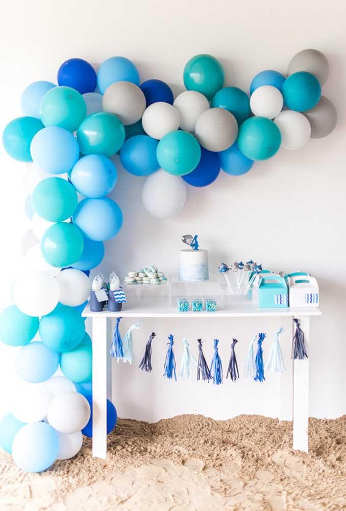 Que tal você mesmo tentar fazer um arco de balão desconstruído? O processo é simples e o resultado é incrível