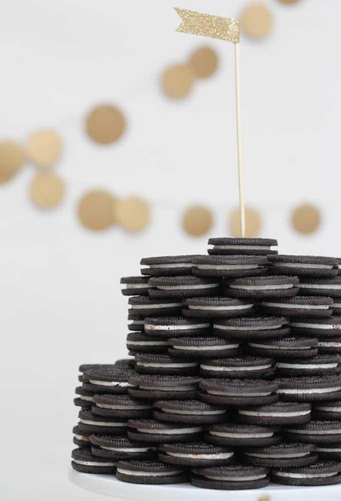Que tal fazer uma pilha de biscoitos recheados?