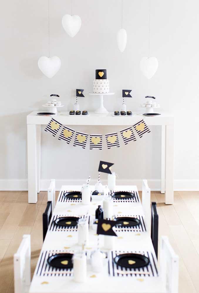 Nas cores branca e preta você consegue fazer uma decoração simplesmente incrível