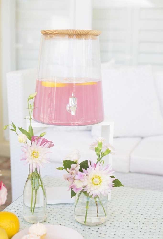 Separe uma jarra especial para servir as bebidas