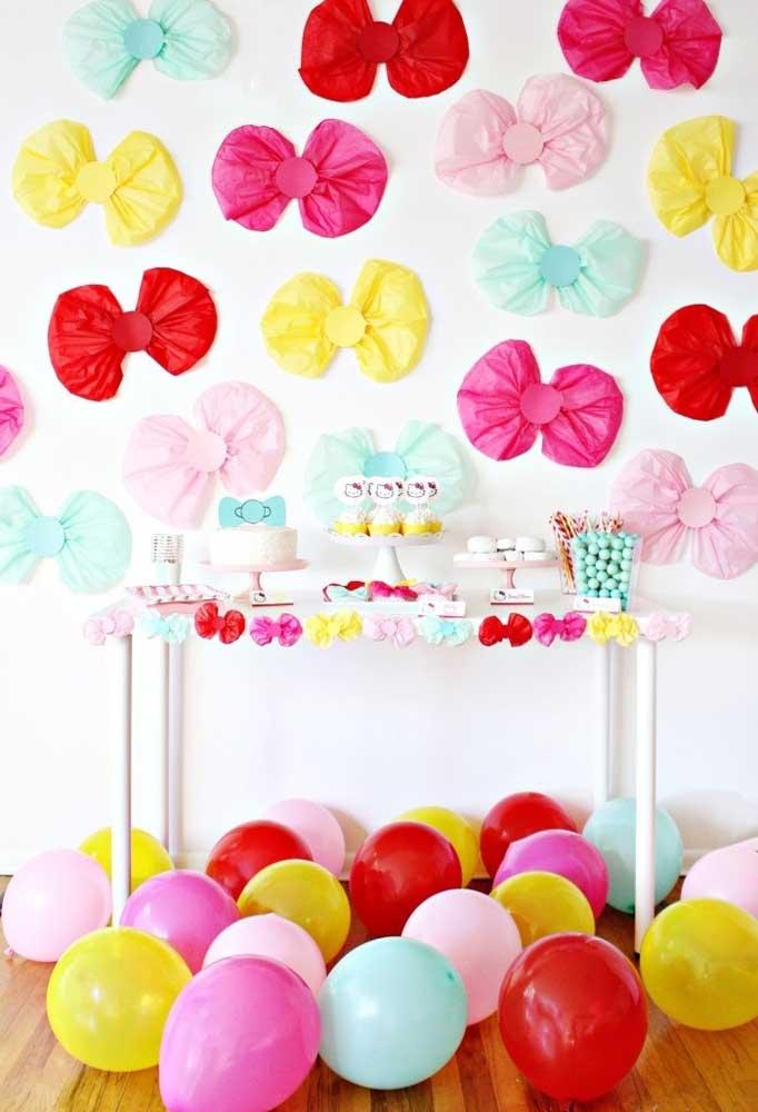 """Que tal usar o tema """"Laços"""" no aniversário? Você pode preparar vários deles para fazer um lindo painel e ainda decorar a mesa principal"""