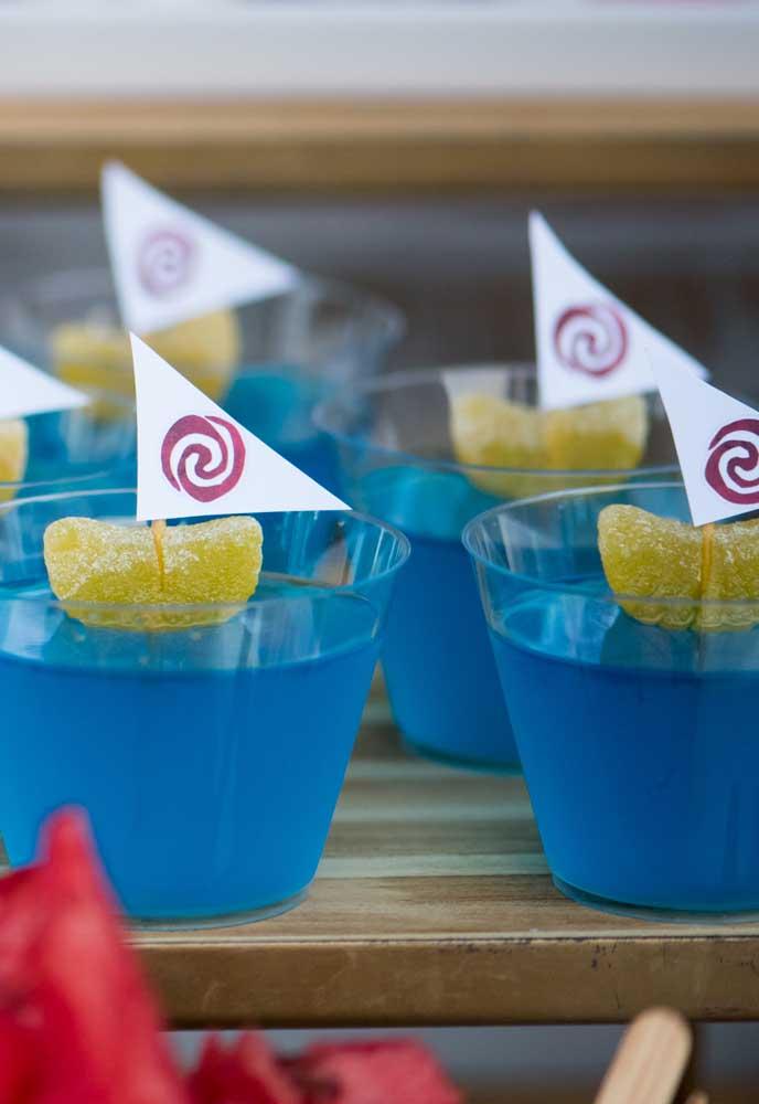 Aposte na gelatina azul para servir aos convidados