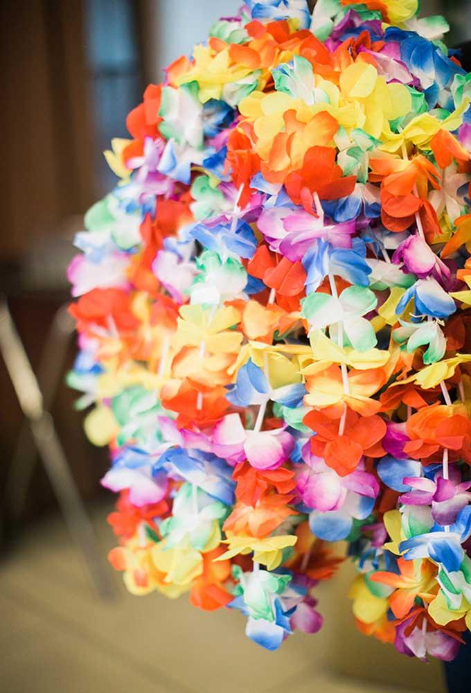 Flores coloridas devem fazer parte de uma decoração com o tema Moana