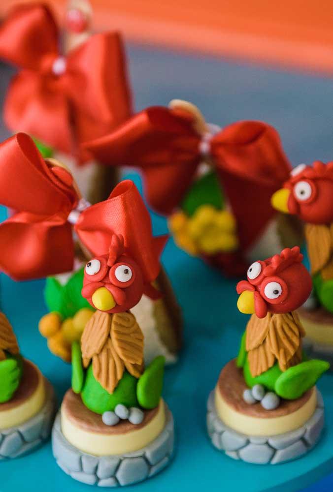 Os personagens do filme devem parte da decoração da festa