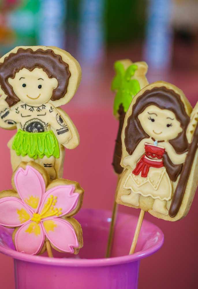 Personalize os biscoitinhos com os personagens da festa
