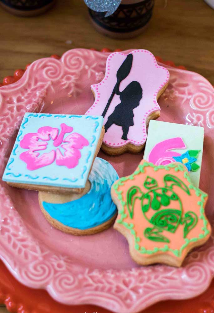 Use pasta americana para fazer figuras lindas nos biscoitos
