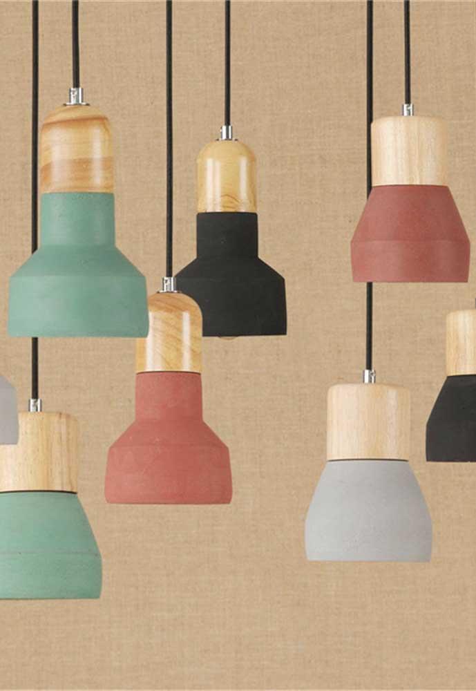 Junte várias luminárias coloridas