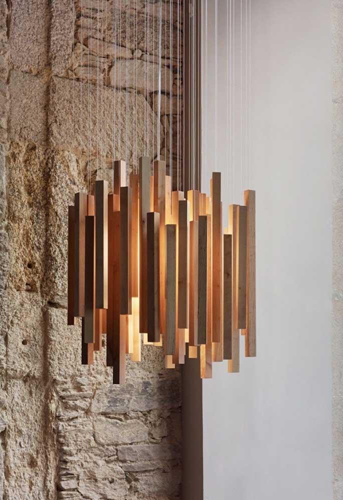 Não é porque a luminária é de madeira que não pode ser um luxuosa