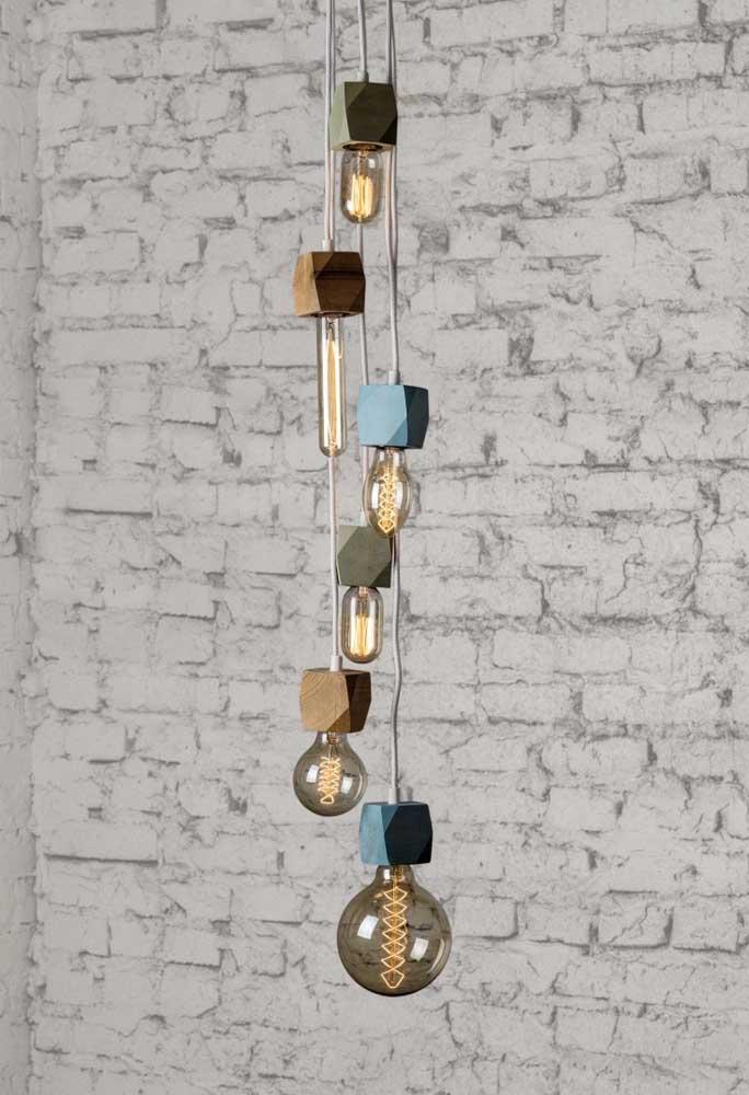 Luminária de madeira pendente deixa o ambiente mais charmoso