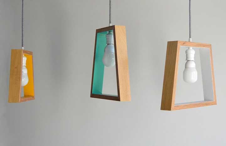 Pinte um cantinho das luminárias de madeira para diferenciá-las