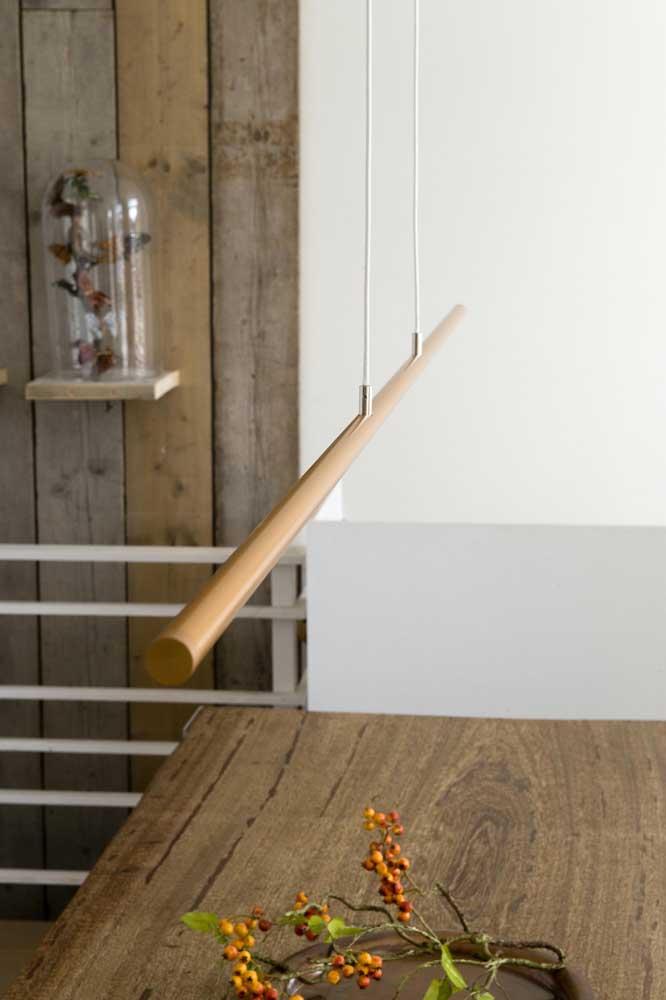 Até no modelo de PVC mais simples é possível fazer uma bela luminária