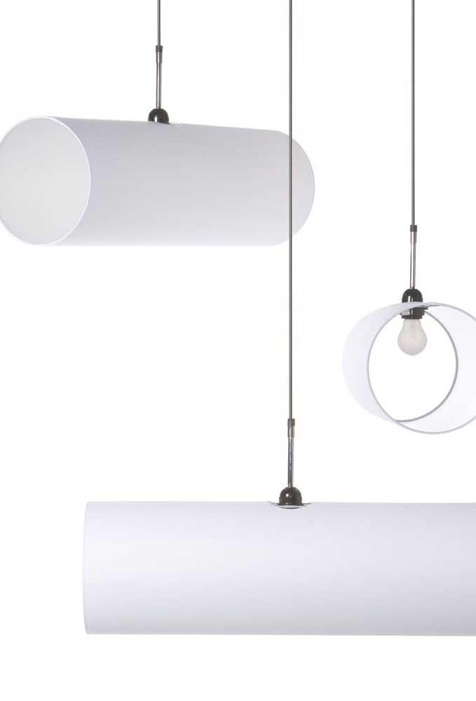 Você pode usar o PVC cru na hora de fazer a luminária e apenas encaixar o fio elétrico para encaixar a lâmpada