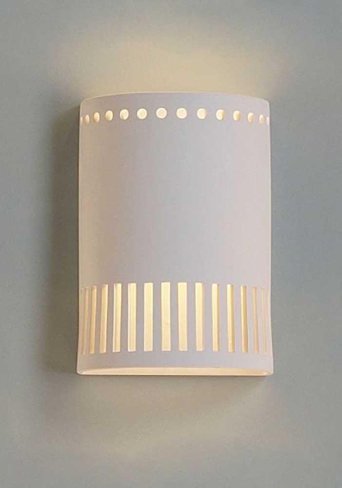 O detalhe decorado desse modelo de luminária de PVC é o grande destaque do modelo