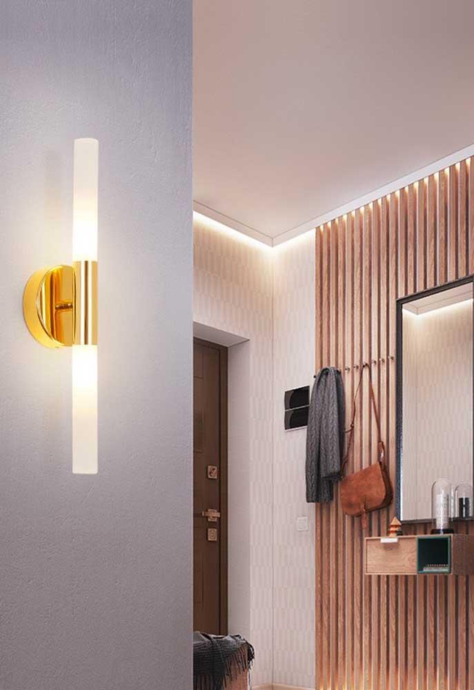 Um simples detalhe em dourado pode transformar uma luminária de PVC em algo muito luxuoso
