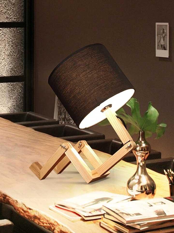 Ao misturar madeira e PVC, o resultado só podia ser uma luminária surpreendente