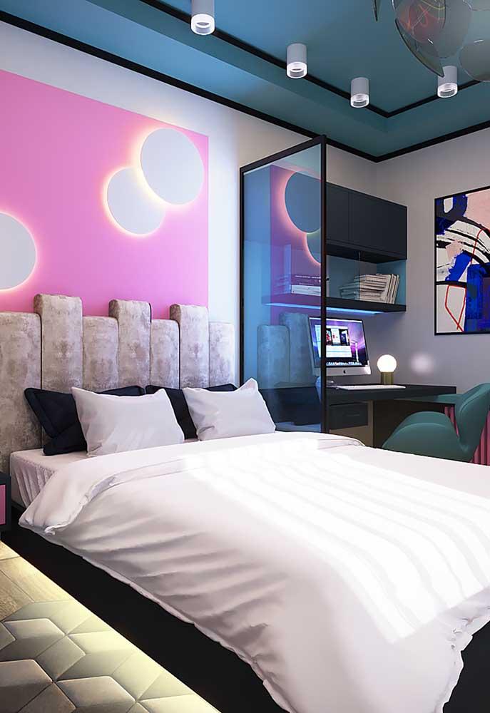 Quem deseja ter um quarto iluminado, nada melhor do que apostar em luzes na parede. Melhor ainda se fizer uma combinação com a cor da parede.