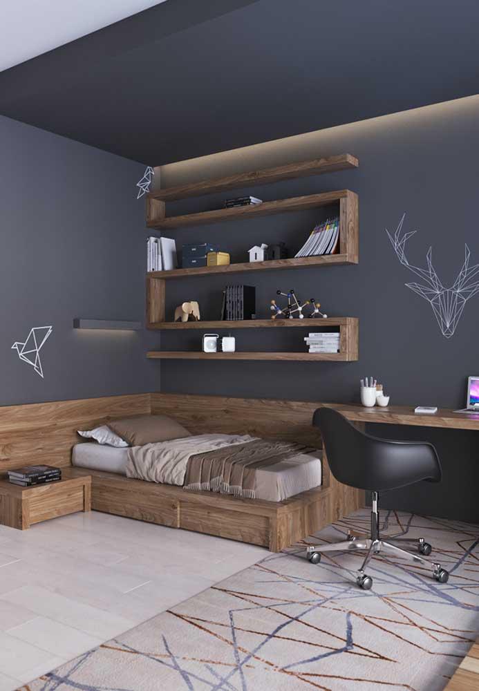 Para os adolescentes mais modernos, você pode fazer pisos diferentes, móveis caprichados e uma parede com uma cor lisa.