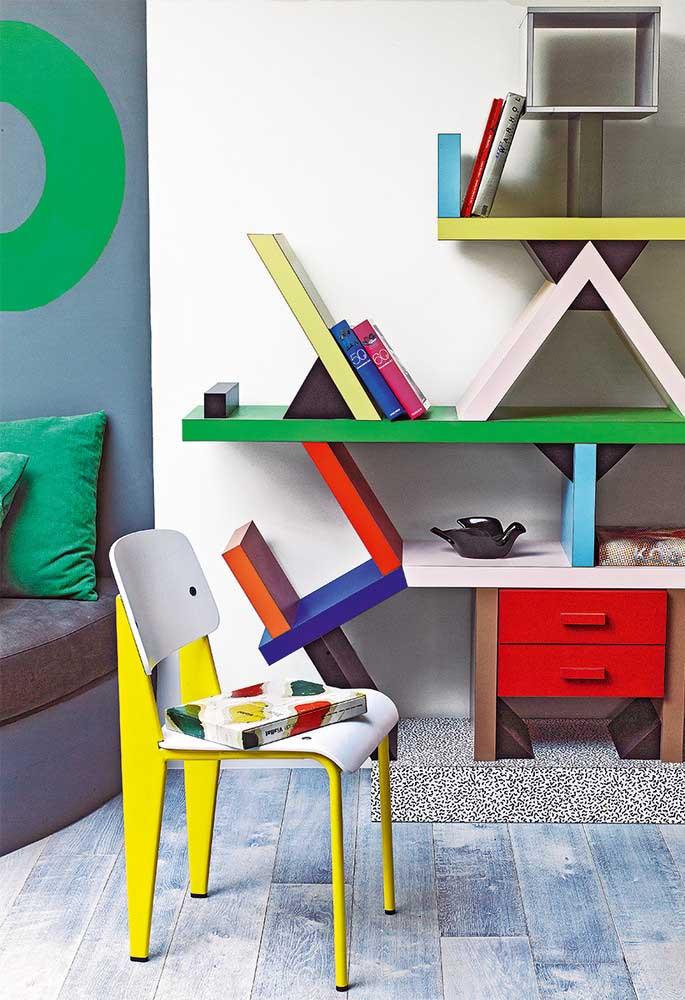 Se o adolescente gosta de várias cores, não precisa apenas colorir as paredes. Existem vários móveis coloridos no mercado que deixam a decoração linda.
