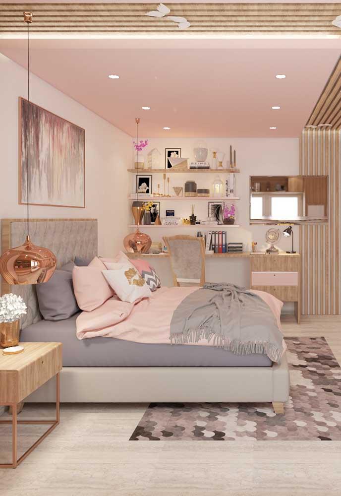 As cores dourada e rosé gold deixam o ambiente mais luxuoso e sofisticado que combina perfeitamente com um quarto de adolescente feminino.