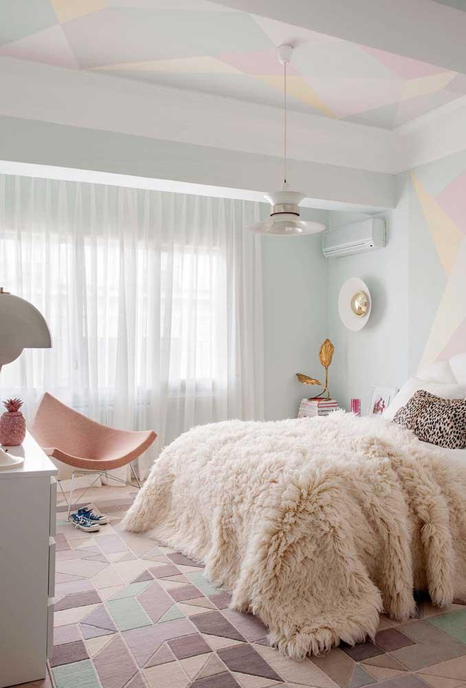 Para um quarto mais clean, a cor branca deve predominar tanto nas paredes do cômodo quanto na composição dos móveis.