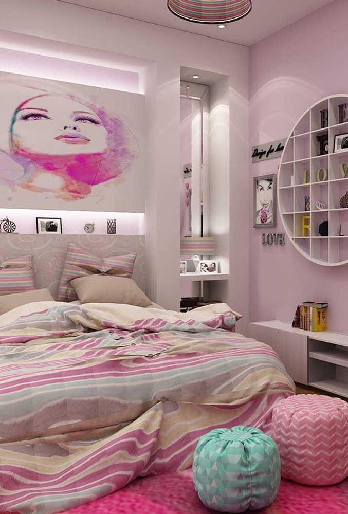 Os elementos femininos transformam o quarto em um espaço super agradável para o adolescente.