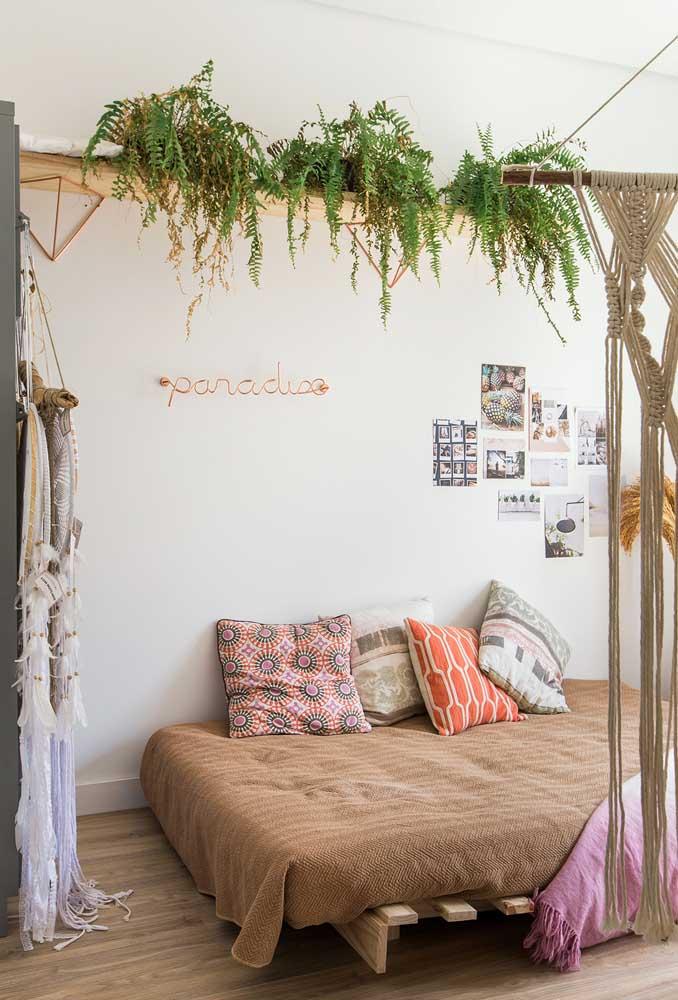 Se a intenção é deixar o ambiente totalmente zen, invista em madeira, em objetos rústicos, plantas e peças artesanais.