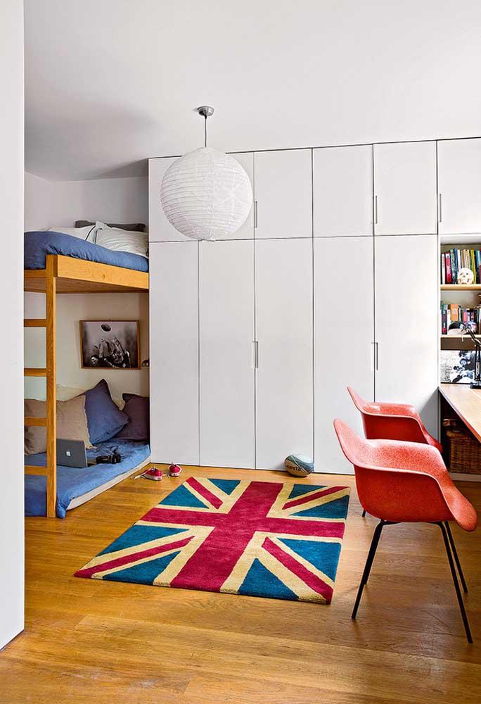 Que tal apostar em um tapete com o tema de sua preferência para decorar o ambiente?