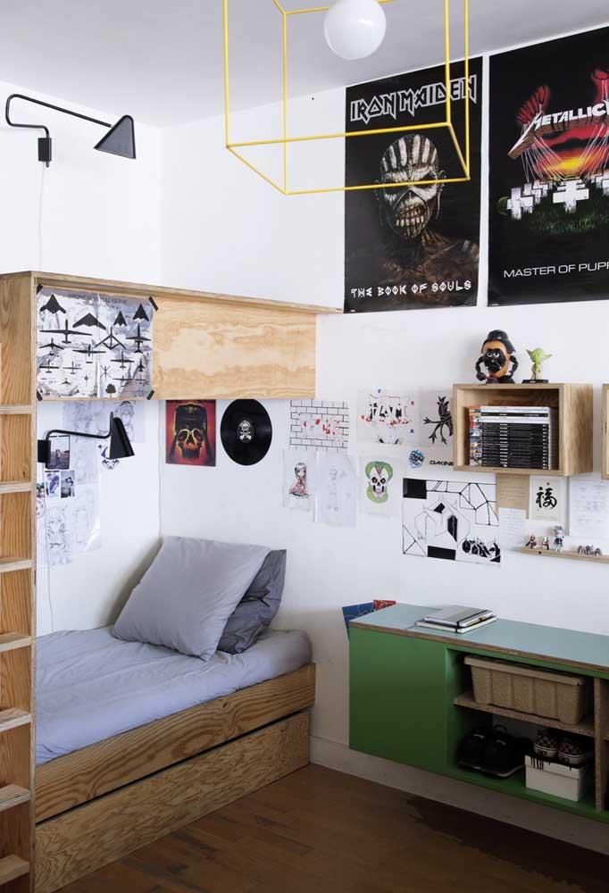 Deixe o adolescente usar a criatividade para decorar o quarto. Dessa forma, ele pode escolher elementos que estejam relacionados com a sua personalidade ou usar itens decorativos feitos por ele mesmo.